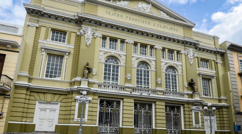 Pintan el Teatro Francisco Javier Clavijero de Veracruz