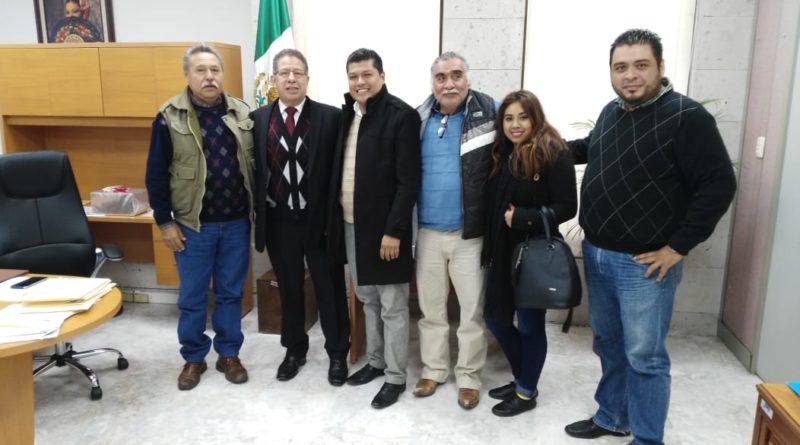 Recibe diputado Pozos Castro a colonos tuxpeños