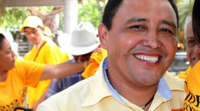 ¡Cierran acceso a Tuxpan y exigen liberar a Goyo Gómez!